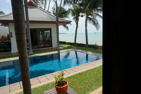 Miskawaan Luxury Beachfront Villas : The view from the front door of our room