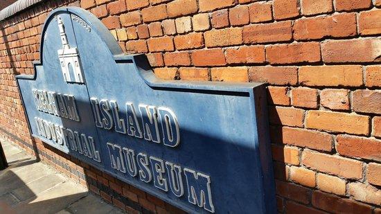 Kelham Island Museum: Sign