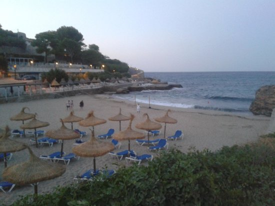 Hostal Oriola: beautiful beach