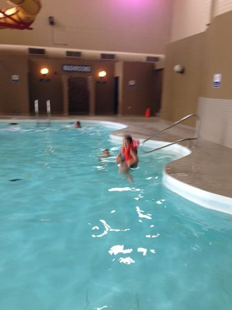 Travelodge Hotel Medicine Hat : Canon ball into the pool