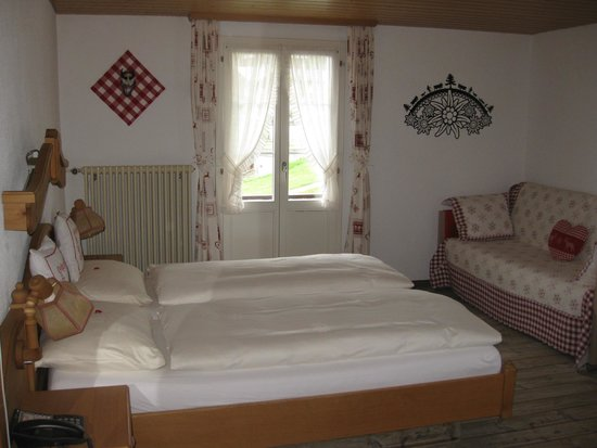 Hotel Bellevue: Corner room 1st floor