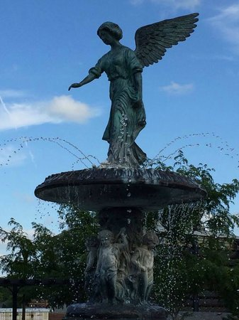 New Ulm, MN: angel fountain