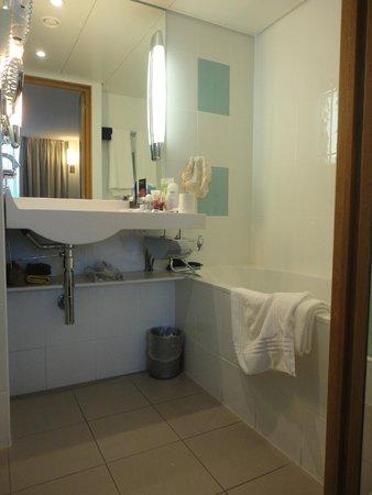 Novotel Bern Expo : Banheiro