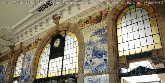 Rail Station Sao Bento: Amazing view inside