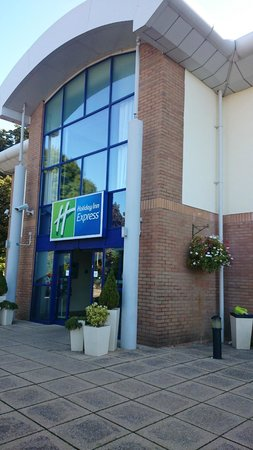 Holiday Inn Express Newport : Outside view