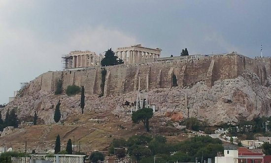 The Athens Gate Hotel: View of Acropolis from rooftop bar