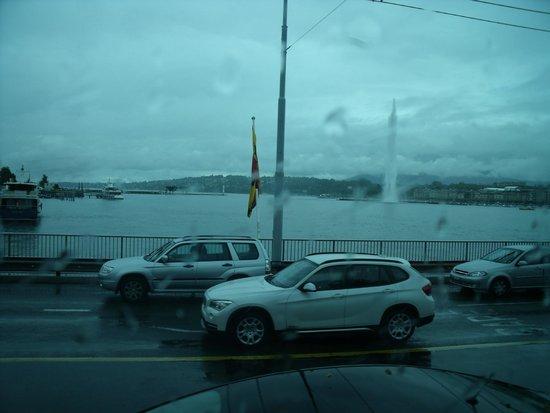 Jet d'Eau en un dia lluvioso
