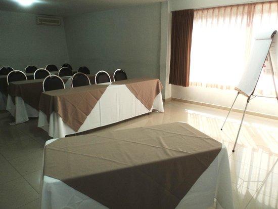 Suites del Real: Salon