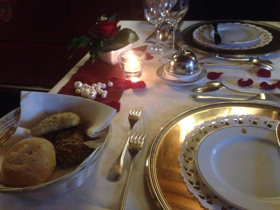 Hotel ...liebes Rot-Flueh: Dinner of love