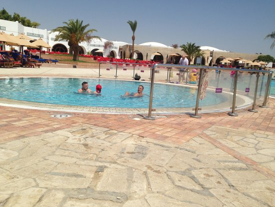 Mercure Hurghada Hotel: Pool area