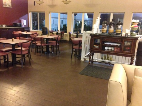 Quality Inn & Suites: breakfast/check in