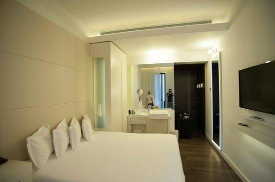 H10 Urquinaona Plaza Hotel: Room