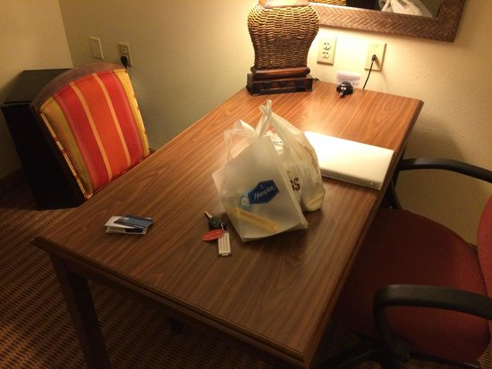 Hampton Inn & Suites Tampa-Wesley Chapel: working desk with the odd location of the fridge behind the chair