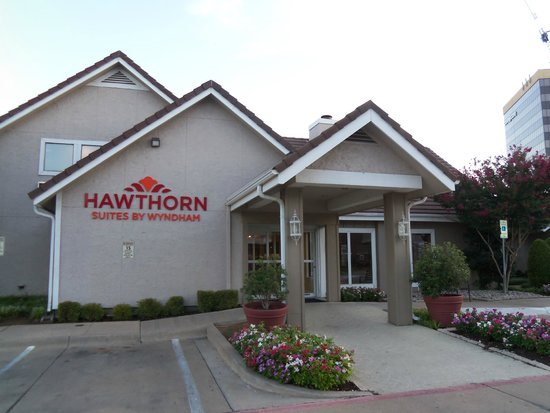 Hawthorn Suites by Wyndham Fort Worth/medical Center : Hawthorn Suites Gatehouse