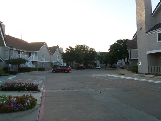 Hawthorn Suites by Wyndham Fort Worth/medical Center: Hawthorn Suites Grounds