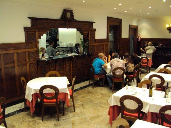Paletilla De Cordero Lechal Photo De Hostal Restaurante