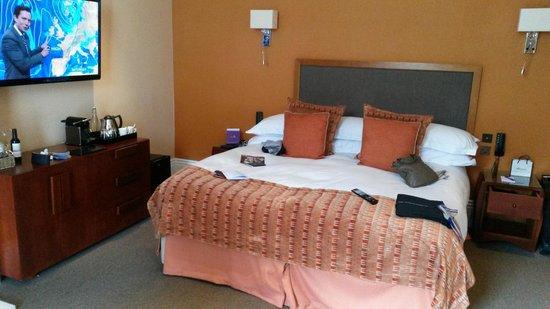 Seaham Hall: Huge bed