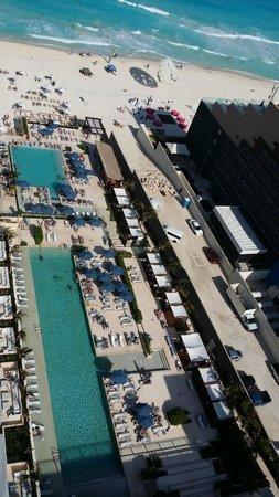 Secrets The Vine Cancún: Vista área del hotel