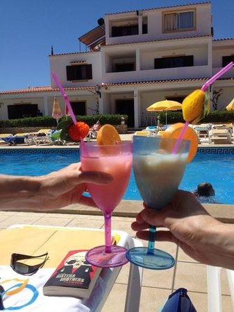Balaia-Sol Holiday Club: Pina Coladas by the pool!