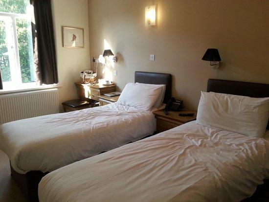 Old Mill Hotel : Bedroom