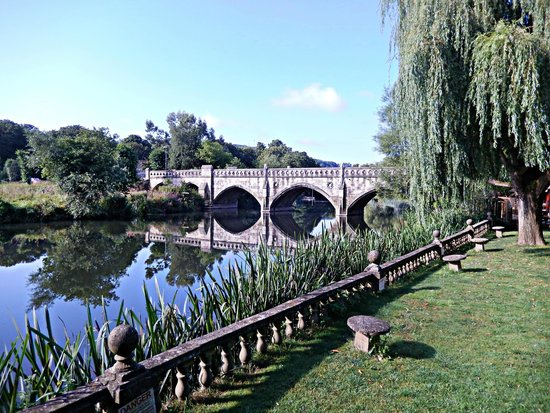 Old Mill Hotel : Hotel on River Avon