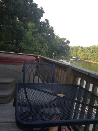 Candlewyck Cove Resort: Our deck over looking the lake.