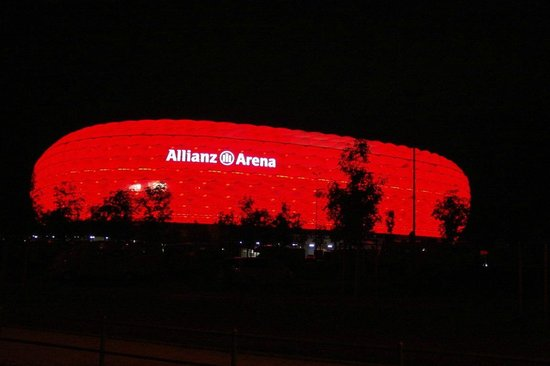 Allianz Arena: By night, red