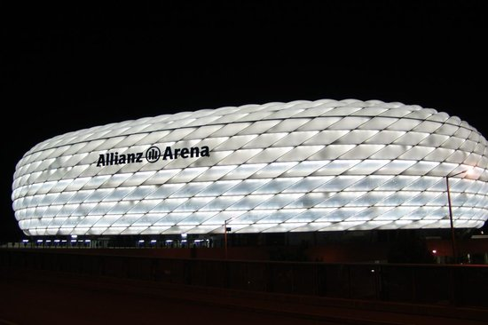 Allianz Arena : By night, white