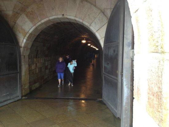 Obersalzberg : Le long tunnel froid pour rejoindre l'ascenseur