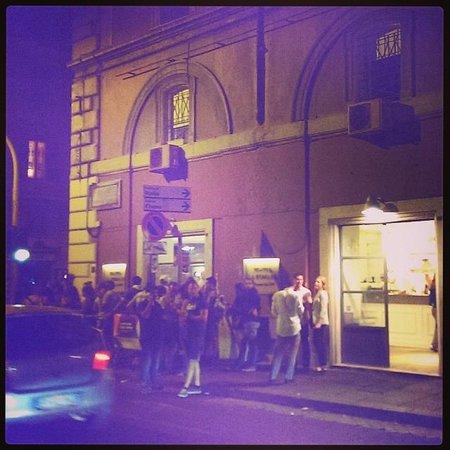 Gelateria La Romana : the queue at 10pm
