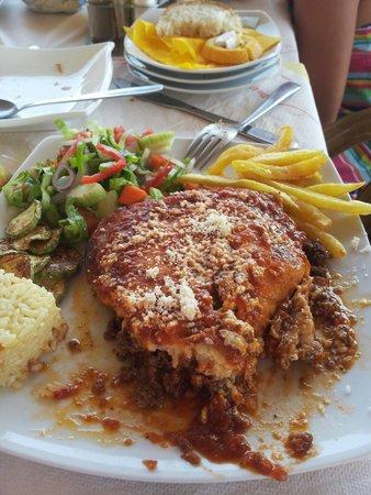 Porto Timoni Restaurant Cafe: Mousaka
