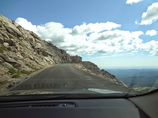 Mount Evans Scenic Byway : So close to the edge!