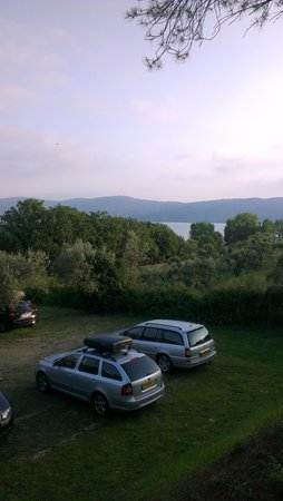 Camping Village Cerquestra: uitzicht van onze staanplaats.