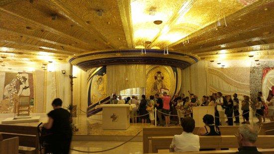 San Giovanni Rotondo, Italy: La cripta dove è deposto il corpo di Padre Pio