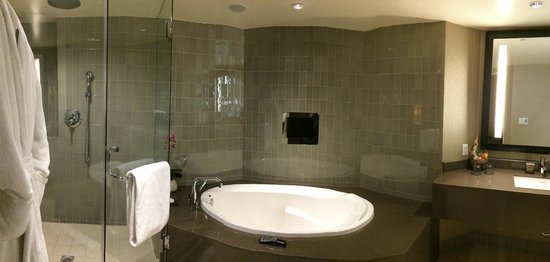 Sofitel Los Angeles at Beverly Hills : Bathtub