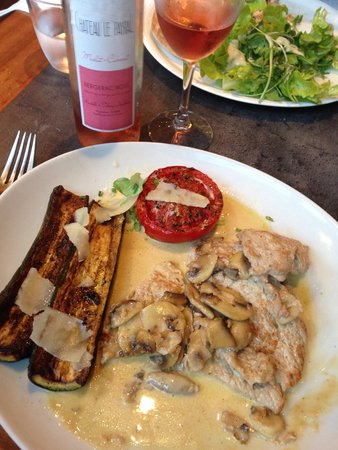 La Tomate : Veal Marsala with mushrooms. Delicious.