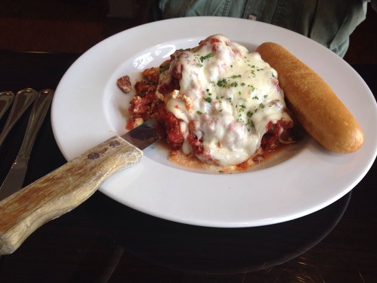 Captain Loomis Inn - Restaurant and Lounge: Light and delicious lasagna!