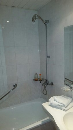 Hotel Aquamarine : Shower