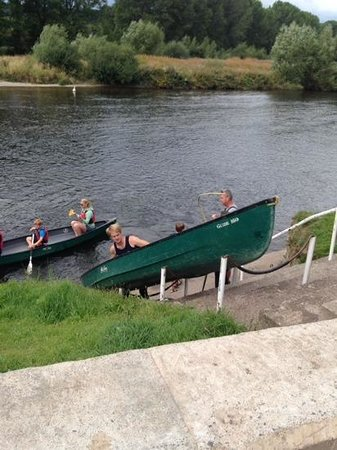 Wye Valley Canoes: staff getting the canoes in the water