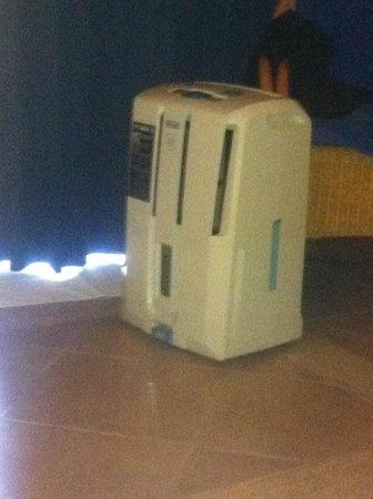 Grand Bahia Principe Tulum: Dehumidifier in our room