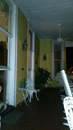 Forsyth Park Inn: Porch