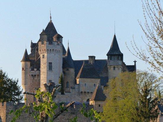 La Barde: Vue des chambres sur le Château de Montfort