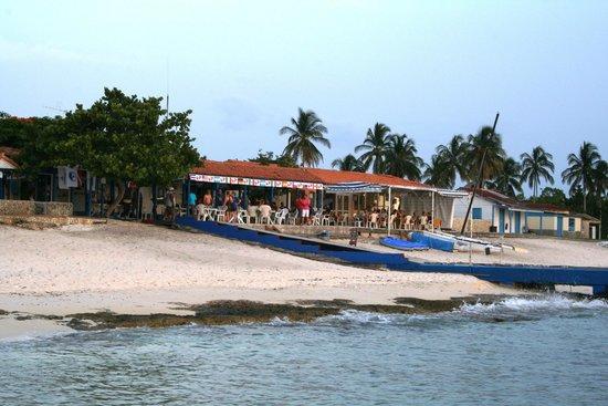 Hotel Maria La Gorda: Beach bar next to dive center