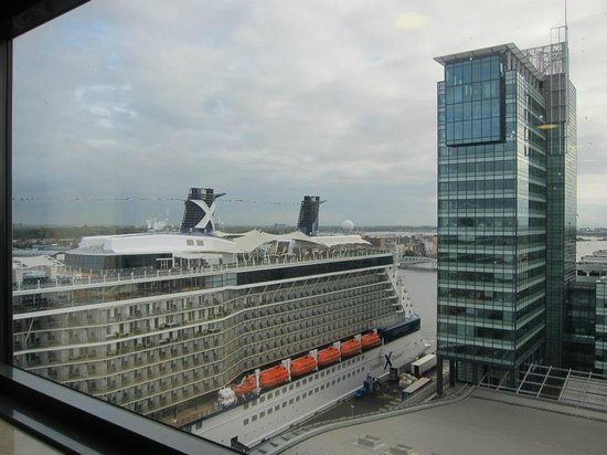Movenpick Hotel Amsterdam City Center: Celebrity Refelction- view from our room