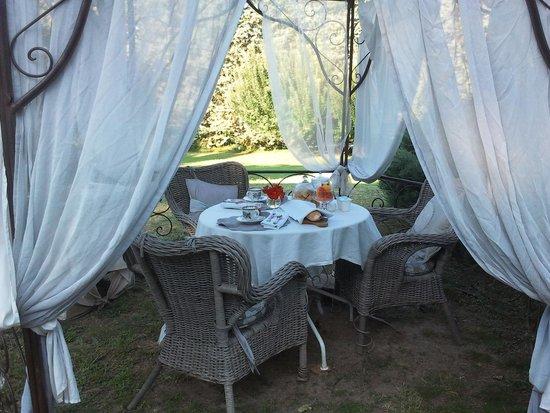 Le Moulin de Sonaille: Il gazebo della colazione