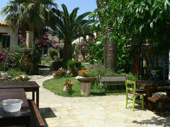 Porta del Mar Beach Hotel: garden of the villas