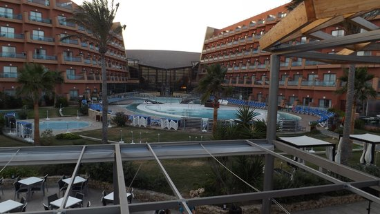 Protur Roquetas Hotel & Spa: view from sun Terrace across pools to Hotel