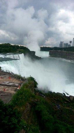 Niagara Falls: The falls