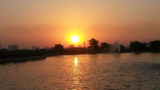 Parc Al-Azhar : sunset around the lake