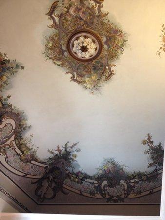 Manganelli Palace Hotel: il soffitto della camera